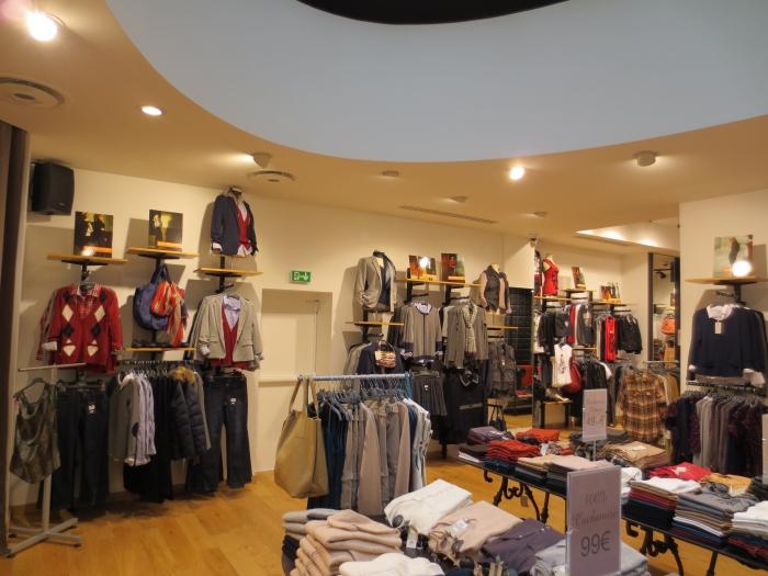 Amenagement Interieur Boutique D Habillement Best Mountain